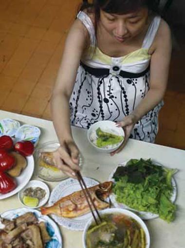 Chế độ ăn uống hợp lý trong những ngày nắng nóng là rất cần thiết.