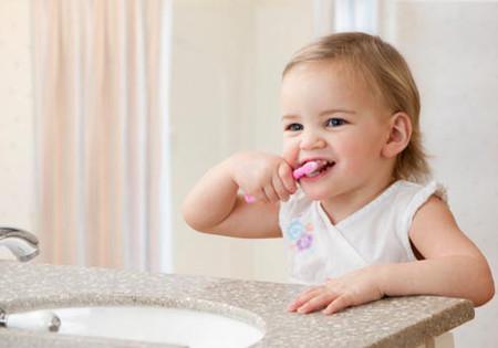 Cần cho cháu đánh răng ngày 2 lần buổi sáng và trước khi đi ngủ.