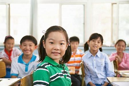 Nhanh giúp bé làm quen và hòa nhập với bạn bè, giúp bé không sợ đi học.