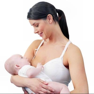 Nên làm gì khi sữa mẹ phun thành tia khiến bé khó bú?