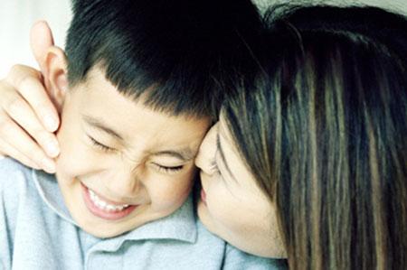 Tôi nhận ra không hề có một công thức chung nào cho việc nuôi dạy con cái, nhất là không thể yêu con theo kiểu bù đắp cho những đau buồn trong quá khứ...