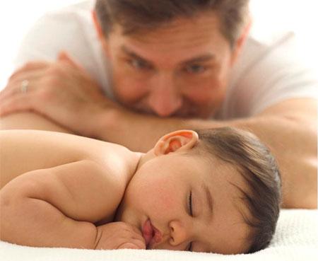 Không nên cho trẻ nhỏ nằm sấp khi ngủ.