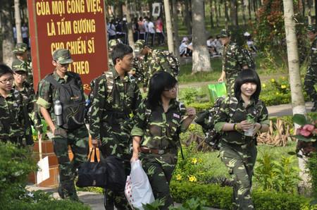 Huấn luyện Kỹ năng sống 2012 bằng chương trình Học kỳ quân đội gần đây nổi lên như phong trào thu hút nhiều bậc phụ huynh.
