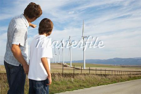Trên đường đời của con, trí tuệ của bố quan trọng hơn nhiều so với tài sản.