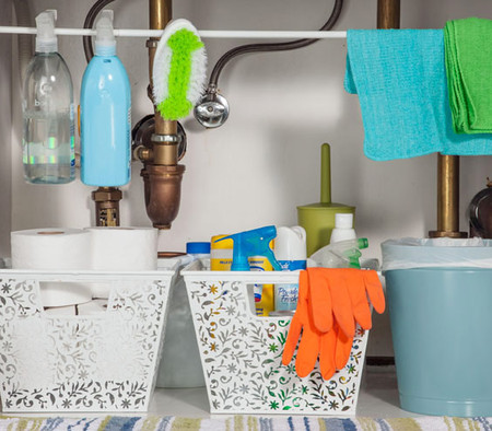 Không nên cất giữ nhiều nước tẩy rửa trong phòng tắm