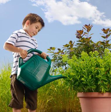 làm vườn còn giúp mang đến cho trẻ những kỹ năng sống có giá trị thực sự cho phát triển nhân cách.