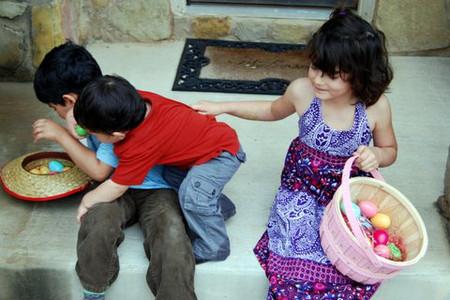 Trẻ chơi với nhau xô xát, đánh nhau là chuyện bình thường