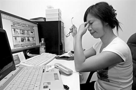 Phụ nữ thường trải qua tình trạng mệt nhọc, khó chịu trong kỳ nguyệt san