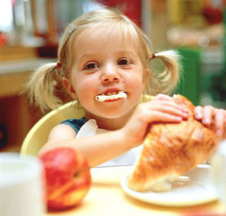 Luôn thay đổi thực đơn giúp trẻ ngon miệng và hứng thú ăn uống hơn.
