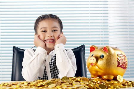 Khi cho trẻ tiền tiêu vặt, cha mẹ cần dạy trẻ biết cách tiết kiệm và chi tiêu hợp lý.