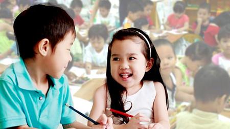 Cha mẹ 'tím mặt' khi biết con mới học lớp 2 đã biết yêu.
