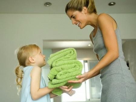 Cha mẹ dạy con làm việc nhà tức là đã chia sẻ được sự vất vả của mình để các thành viên trong gia đình cùng nhau gánh vác.