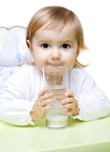Nước chứa nhiều florua gây ảnh hưởng tới não trẻ