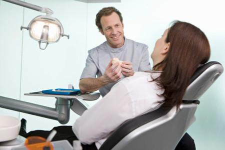 Nhiều phụ nữ mang thai dễ mắc bệnh nướu răng, liên quan đến     vấn đề sinh non sau này.