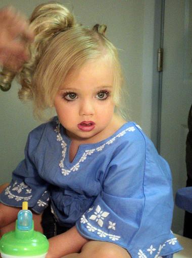 Bạn muốn con gái mình cố được đôi bờ mi thật đẹp?