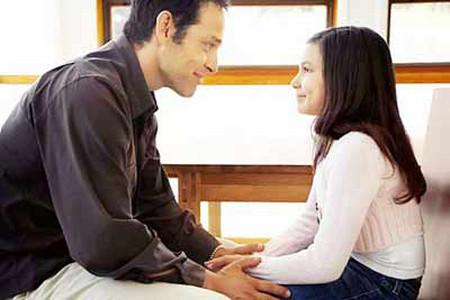 Các ông bố có thể gặp một chút khó khăn để hiểu và gần gũi với con gái tuổi teen