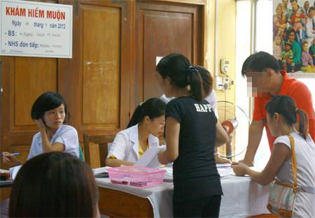 Không ít phụ nữ thế hệ 9x đã đến các phòng khám hiếm muộn, tìm biện pháp hỗ trợ sinh sản.
