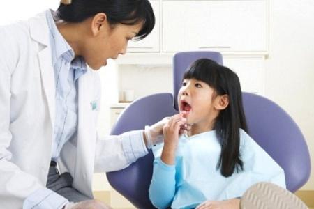 Chăm sóc răng miệng đúng cách rất quan trọng với trẻ em