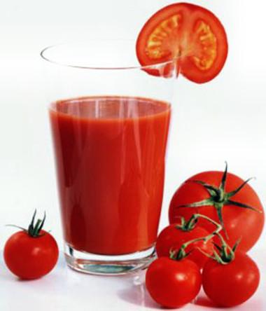 Uống hai cốc nước ép cà chua mỗi ngày giúp xương chắc khỏe hơn.