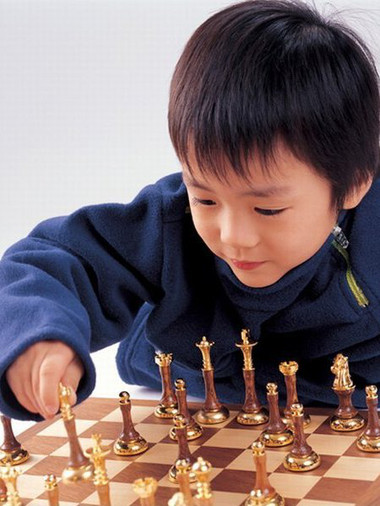Chơi cờ vua giúp trẻ thông minh hơn.