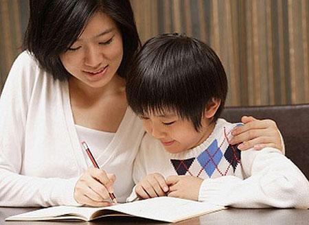 Cha mẹ quan tâm đến việc học của trẻ sẽ giúp trẻ có điểm số cao hơn.