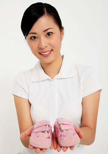 Sang mùa thu đông, một đôi giầy mềm mại, chất liệu tốt sẽ mang lại cho trẻ sự ấm áp, thoải mái.