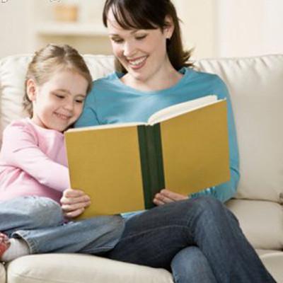 Đọc sách là thói quen có lợi cho sự phát triển trí tuệ của trẻ.