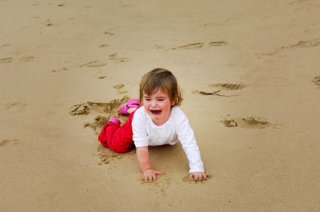 Ngày bé, tôi đã giận mẹ rất nhiều vì bà luôn dửng dưng, lạnh lùng mỗi khi tôi ngã.