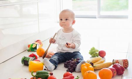 Nên lưu ý khi cho trẻ dưới 6 tháng tuổi uống nước trái cây.