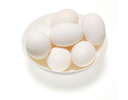 Mẹ nên cho con ăn trứng theo độ tuổi.