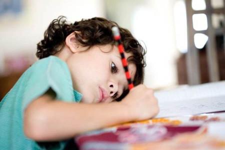 Bé chỉ tập trung vào những gì mà bé thích, những gì mà bé quan tâm.