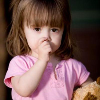 Đừng bao giờ đánh mắng trẻ nhé vì bé chưa ý thức được hành động của mình đâu.