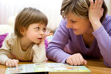 Bạn hãy cố gắng tạo cho con thói quen đọc sách ngay từ nhỏ.
