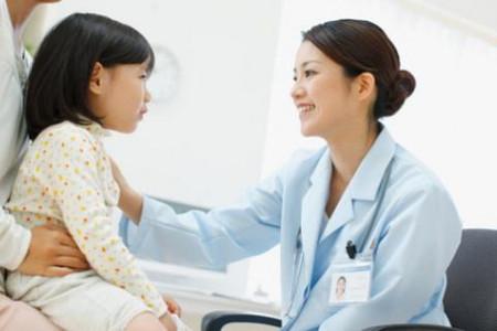 Để tránh tình trạng nhiễm giun cho bé các bà mẹ nên phòng ngừa nhiễm giun là tốt nhất.