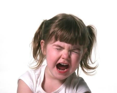 Đừng quát mắng khi bé la hét.