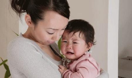 Trẻ lên hai có xúc cảm tương đối mạnh mà không biết cách biểu lộ.