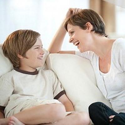 Có rất nhiều cách để thể hiện tình cảm với con.