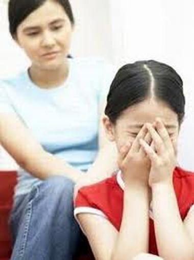 """Do bố mẹ vụng ứng xử, nhiều trẻ đã """"đóng cửa tâm hồn"""" mãi mãi."""