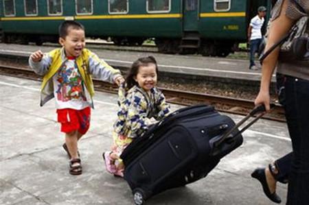 Việc chuẩn bị chu đáo của bố mẹ sẽ giúp bé có chuyến đi chơi xa nhiều thú vị.