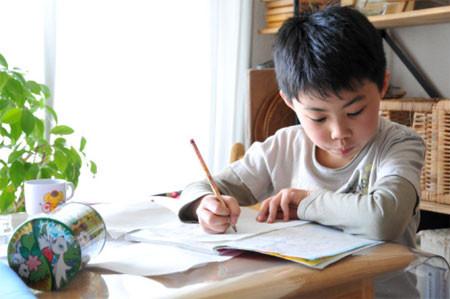 Trẻ phải làm quá nhiều bài vở hoặc không muốn làm cha mẹ thất vọng thường sẽ tìm cách gian lận.