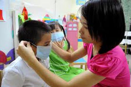 Trẻ em dễ bị nhiễm cúm do sức đề kháng còn non yếu, trẻ thường xuyên tiếp xúc với môi trường bên ngoài…