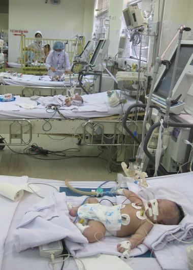 Trẻ sơ sinh bị uốn ván nhập viện tại BV Bệnh Nhiệt đới.
