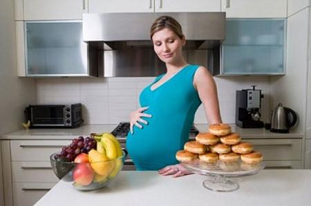 Dinh dưỡng cho bà bầu nên cân bằng và đa dạng.