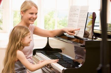 Âm nhạc giúp trẻ phát triển cảm xúc tốt.