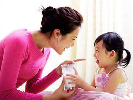 Bổ sung quá nhiều canxi có thể khiến cơ thể trẻ dư thừa.
