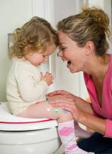 Cho trẻ tập ngồi bô mất rất nhiều thời gian và lòng kiên nhẫn nhưng lại rất cần thiết.