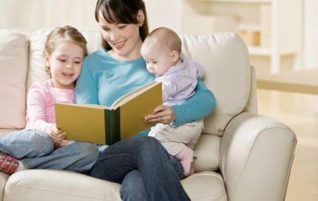 Cha mẹ, người thân càng đa dạng từ vựng hàng ngày khi nói với bé thì bé càng có vốn từ dồi dào cho riêng mình