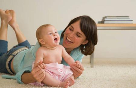 Ngay từ lúc mới sinh, trẻ đã biết cách giao tiếp cho dù chưa nói ra thành lời.