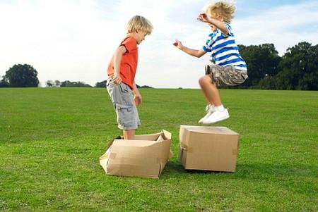 Thường xuyên chơi đùa và vận động sẽ có rất nhiều lợi ích cho trẻ.