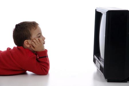 Mối liên quan giữa hen suyễn và xem tivi ở trẻ nhỏ là do sự lười vận động.